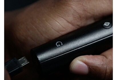 G pen pro vaporizer charging while held in a hand