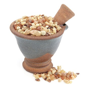Myrrh in a crushing bawl - Benefits in Herbal Solutions vs. Drugs
